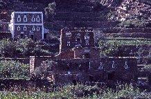 Hameau dans le jabal Ṣalab, Arabie Saoudite, la région du 'Asîr, le jabal Ṣalab.1982.